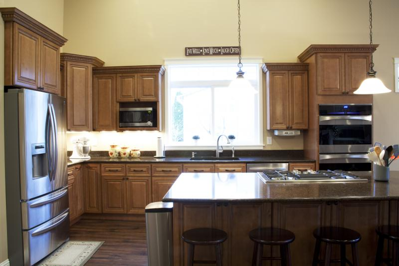 Hy kitchen cabinet stone inc hy kitchen cabinet for Kitchen cabinets for less